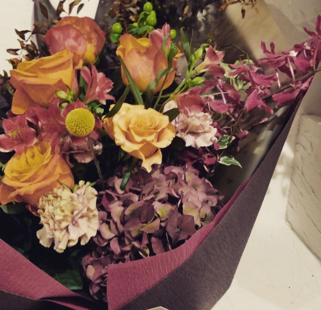 茶色 フローリスト銀座のご案内 Kaoruko Florist Ginza